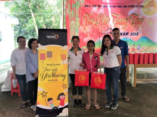 Gifts to disadvantaged children in Binh Phuoc on Mid-autumn festival